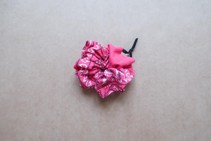 DIY-Coudre foulchie-tuto-tres-facile-avec-bandana-chouchou-foulard-sans-patron-cheveux-noeud-lea-pilea-blog-12
