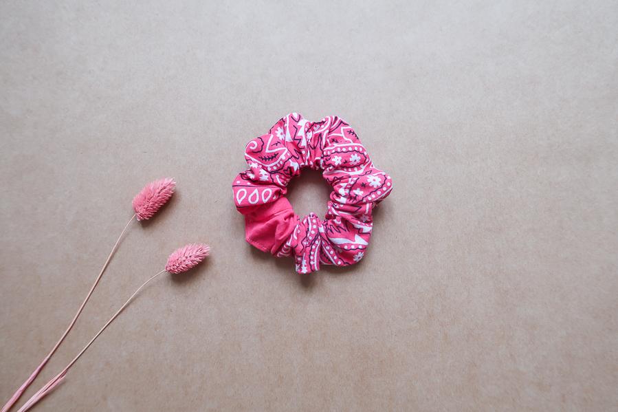 DIY-Coudre foulchie-tuto-tres-facile-avec-bandana-chouchou-foulard-sans-patron-cheveux-noeud-lea-pilea-blog-15