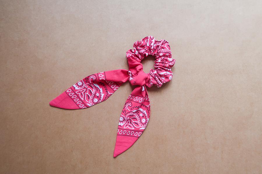 DIY-Coudre foulchie-tuto-tres-facile-avec-bandana-chouchou-foulard-sans-patron-cheveux-noeud-lea-pilea-blog-25