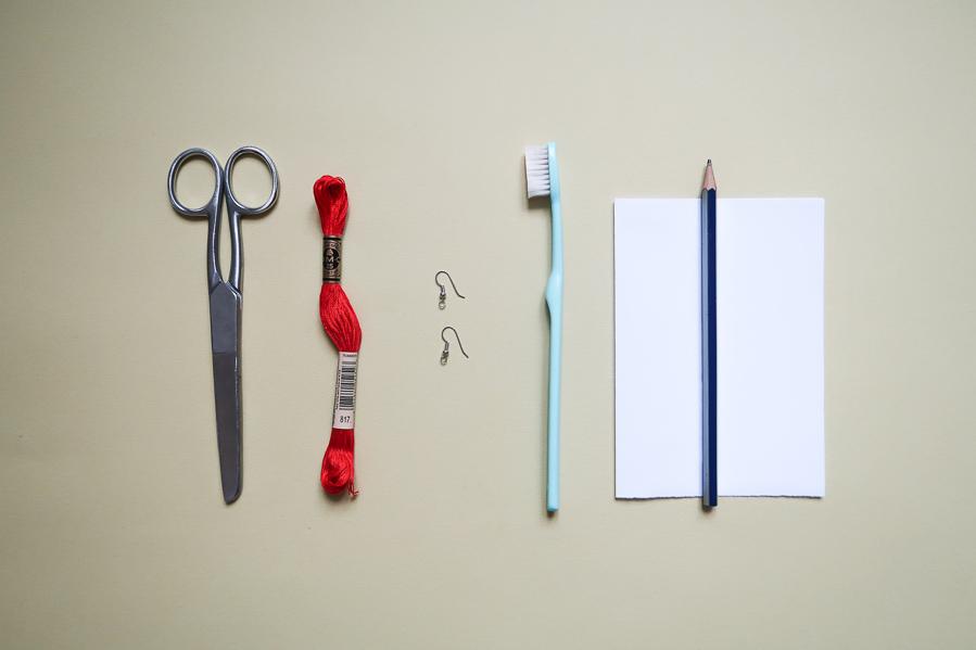 DIY-Fabriquer- boucles-oreilles-plume-tuto-simple-facile-rapide-macrame-fil-broder-lea-pilea-blog-01