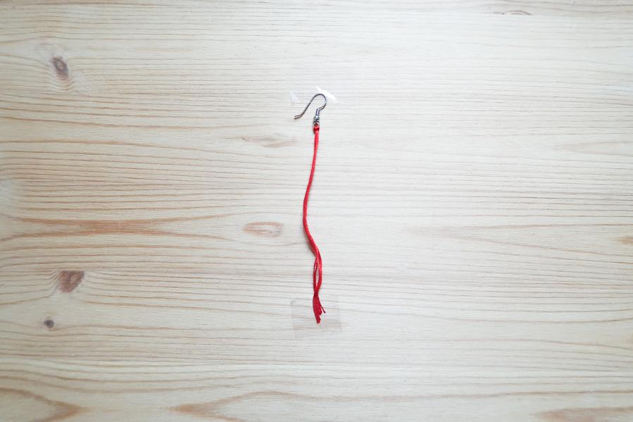 DIY-Fabriquer- boucles-oreilles-plume-tuto-simple-facile-rapide-macrame-fil-broder-lea-pilea-blog-04