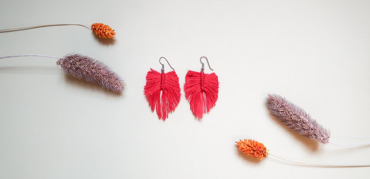 DIY-Fabriquer- boucles-oreilles-plume-tuto-simple-facile-rapide-macrame-fil-broder-lea-pilea-blog-15