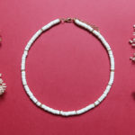 "DIY – Fabriquer un collier ""style surfeur"" en perles Heishi, le tuto inspiration Josh de Sézane"