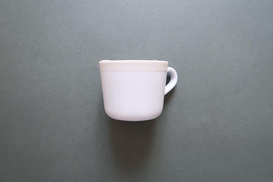 DIY-tutoriel-donner-effet-mouchete-vaiselle-ceramique-porcelaine-peindre-tasse-carafe-vase-assiette-bol-mug-tuto-simple-facile-pebeo-leapilea-blog-02
