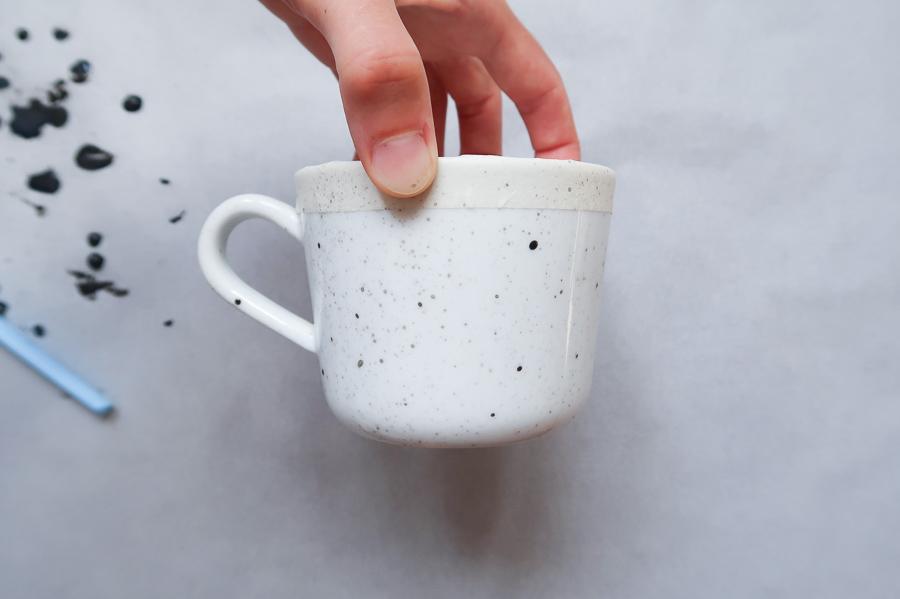 DIY-tutoriel-donner-effet-mouchete-vaiselle-ceramique-porcelaine-peindre-tasse-carafe-vase-assiette-bol-mug-tuto-simple-facile-pebeo-leapilea-blog-06