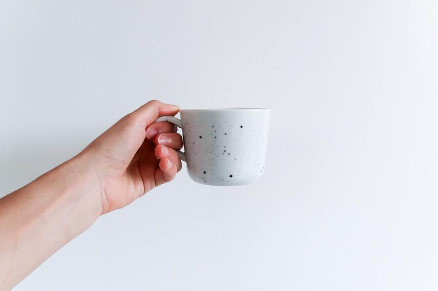 DIY-tutoriel-donner-effet-mouchete-vaiselle-ceramique-porcelaine-peindre-tasse-carafe-vase-assiette-bol-mug-tuto-simple-facile-pebeo-leapilea-blog-08