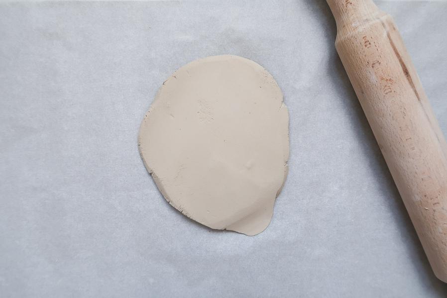 DIY-tutoriel-fabriquer-ceramique-poterie-mouchete-assiette-bijoux-bol-minimaliste-tuto-simple-facile-debutant-sans-four-cuisson-facile-leapilea-blog-03