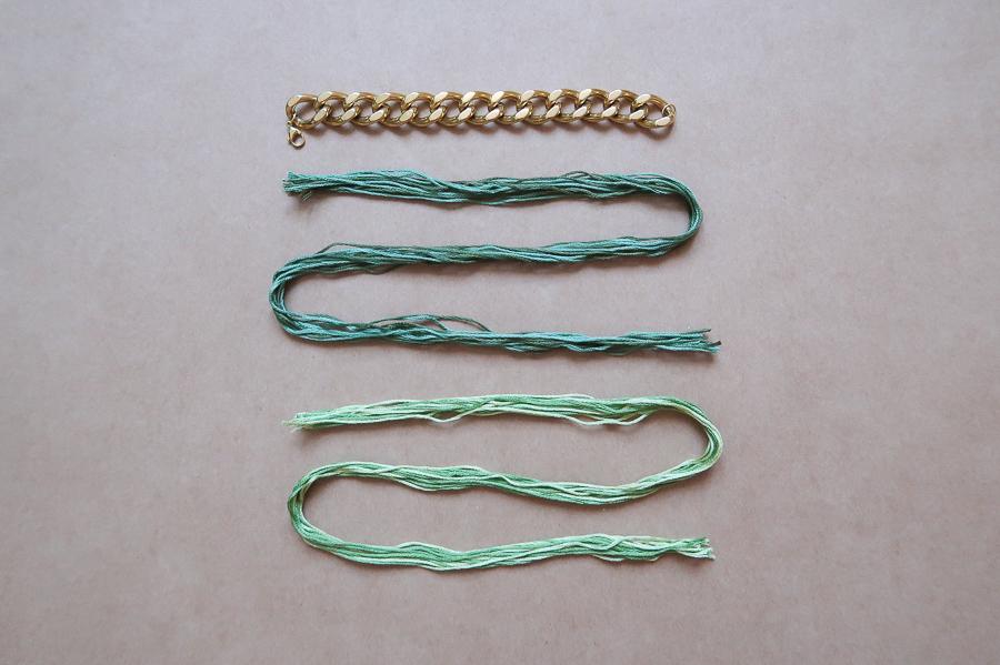 fils de coton à broder et bracelet gourmette
